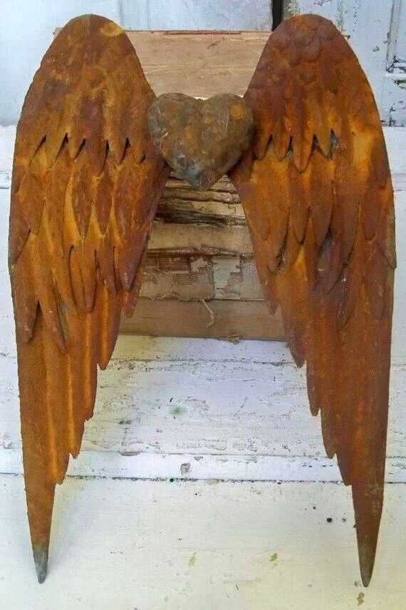 Rusty metal detailed wings wall