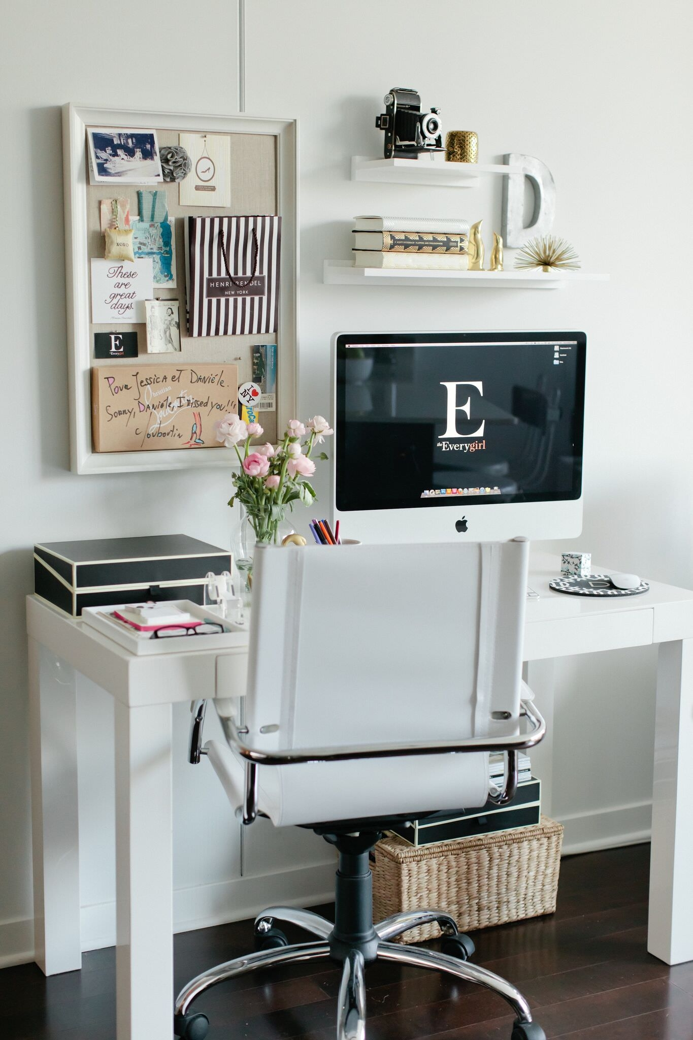 Attirant White Home Office Desks