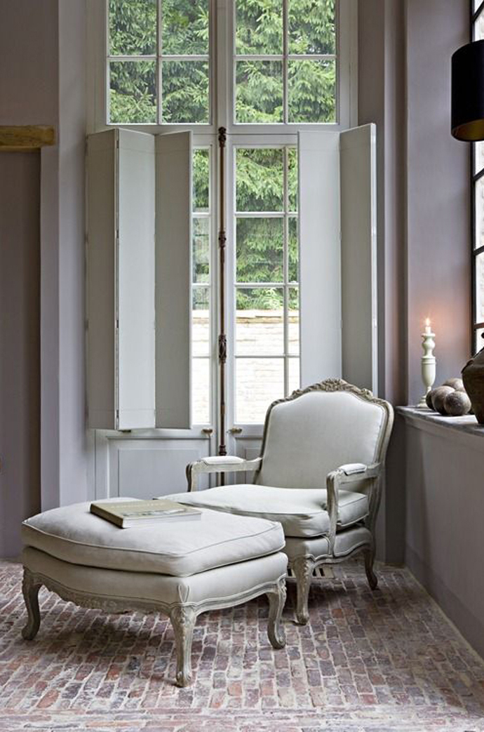 Superbe French Bergere Chairs 2