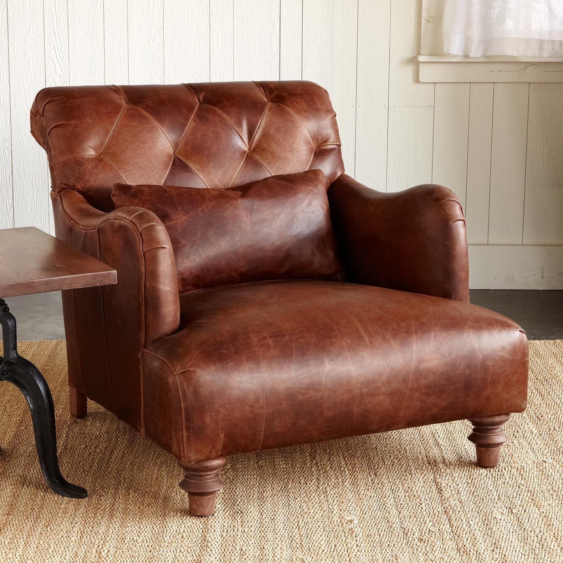 Merveilleux Leather Wide Arm Chair 1