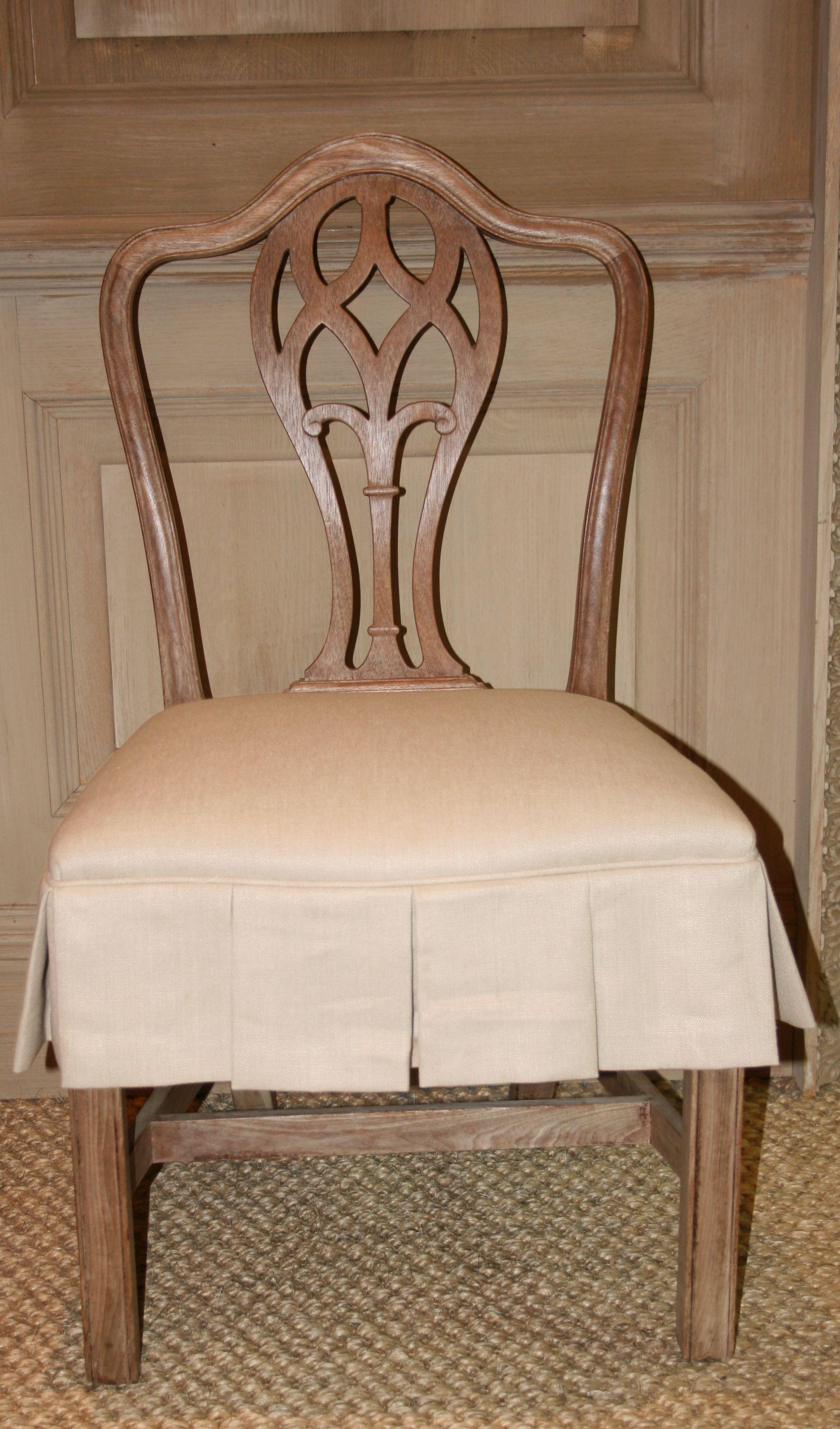 Charmant Skirted Chair
