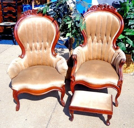 Unique Set Of 2 Queen Anne Style Accent Chairs With
