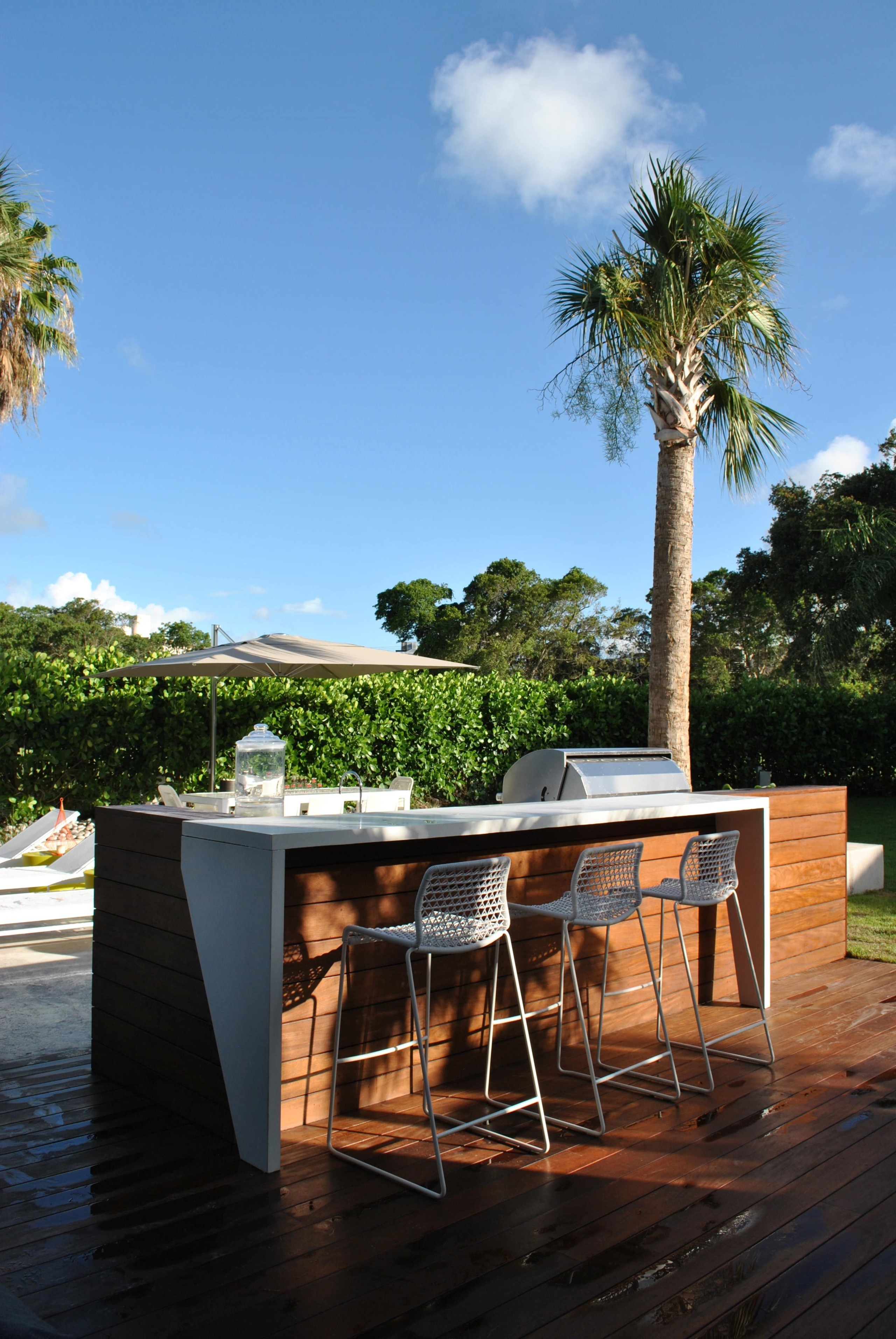 Modern outdoor bar