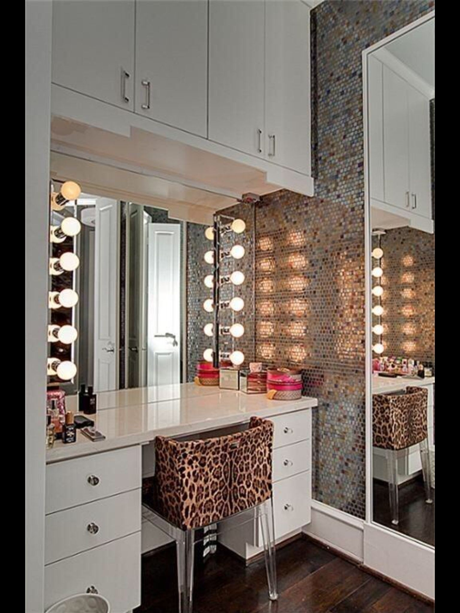 50+ Best Makeup Vanity Table With Lights   Ideas On Foter