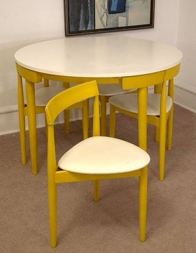 Dinette tables for small spaces