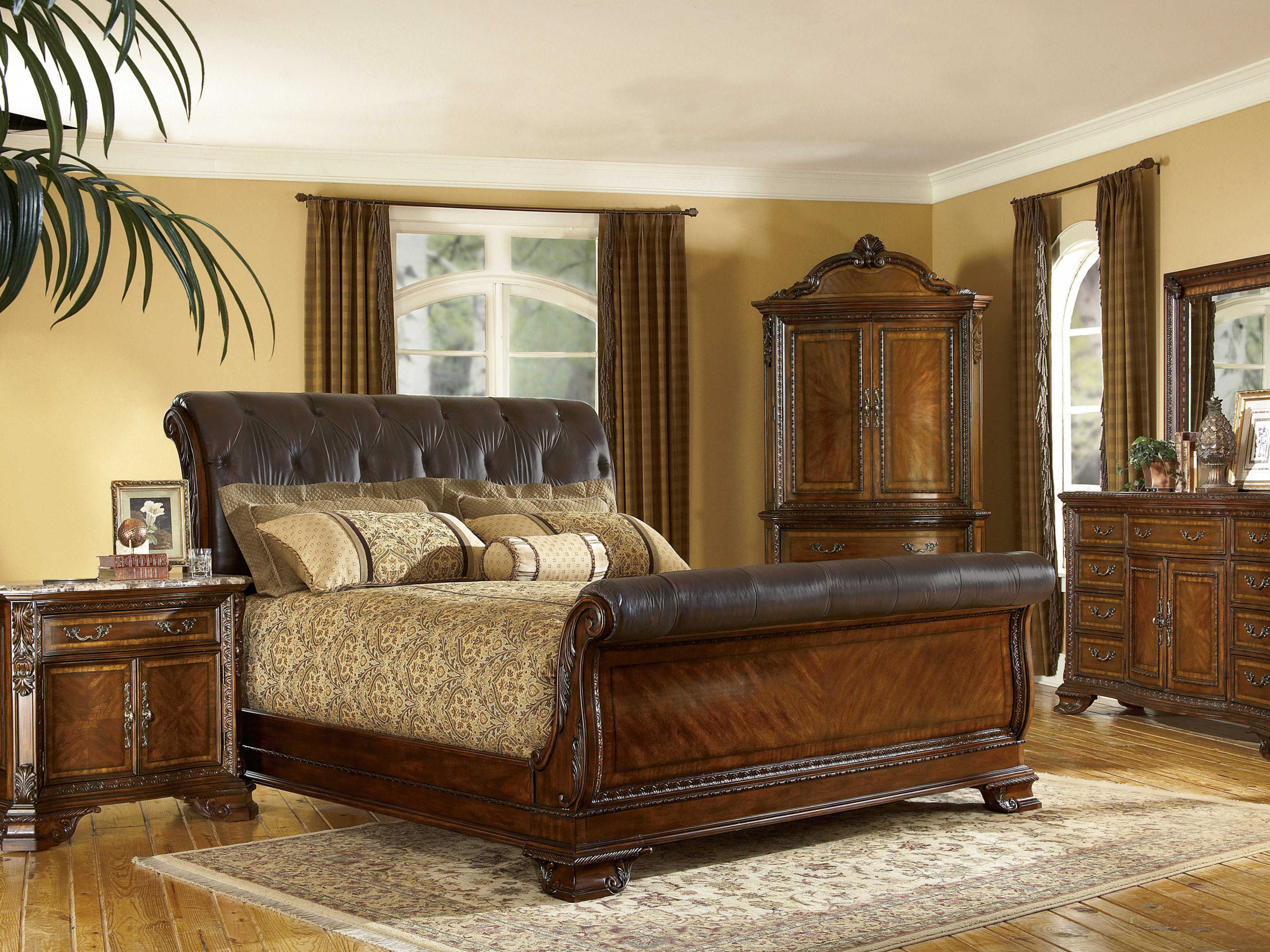 King Size 4 Piece Wood Leather Sleigh Bedroom Set