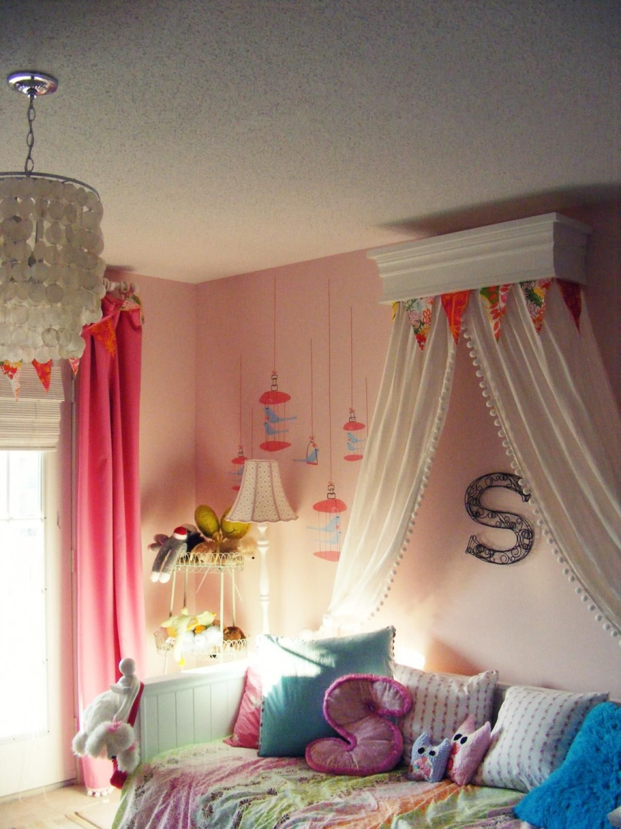 Little girl daybed & Daybed Bedding For Girls - Foter