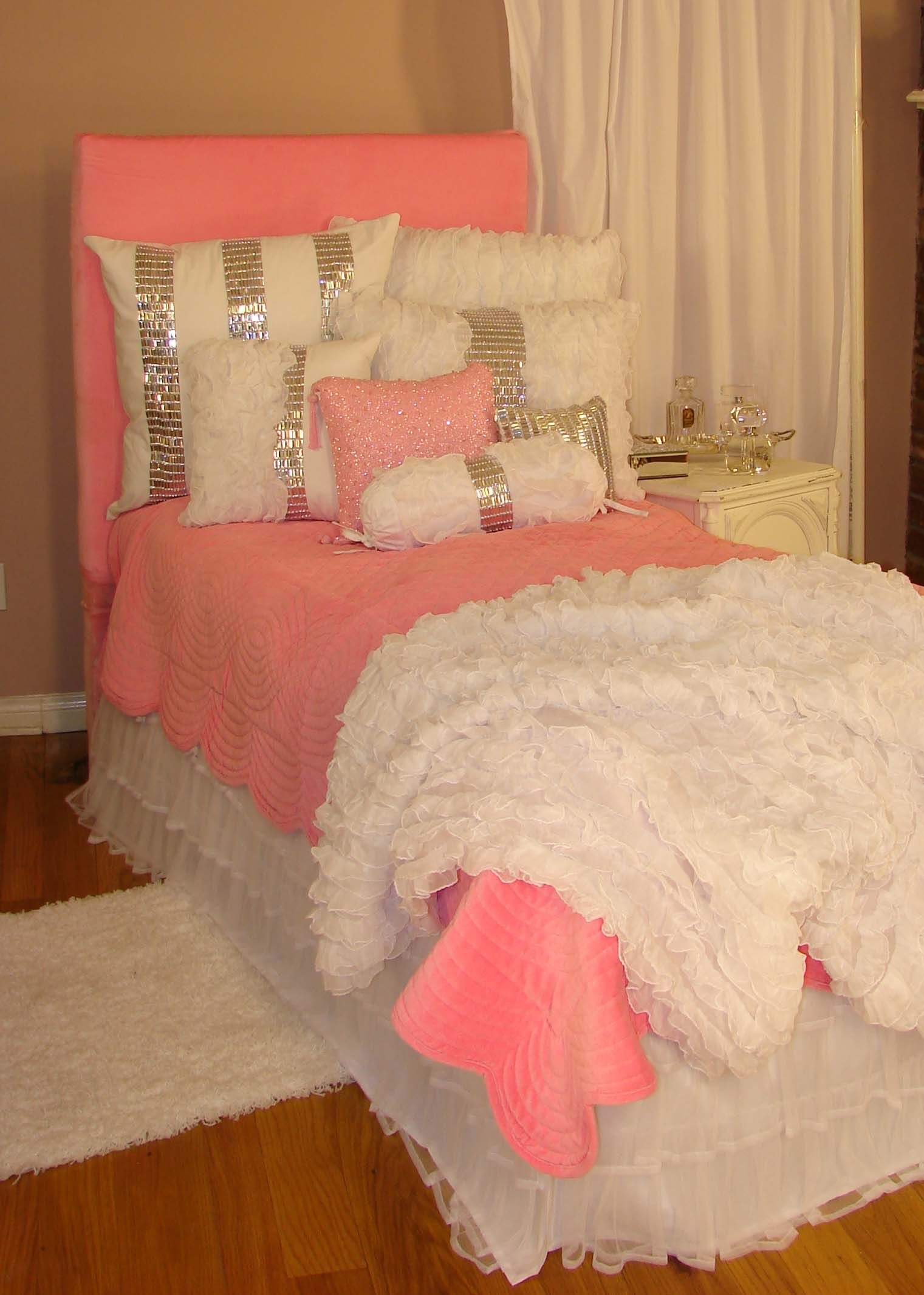 Attrayant Pink Bedroom Furniture   Ideas On Foter