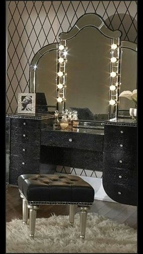 Vanity set with lights