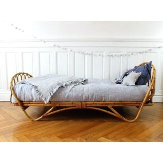 Vintage wicker bedroom furniture