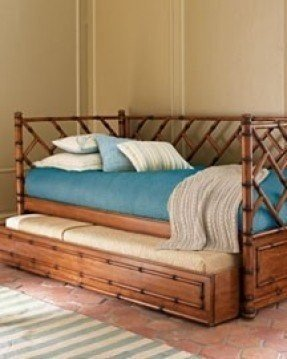 Wicker daybed with trundle