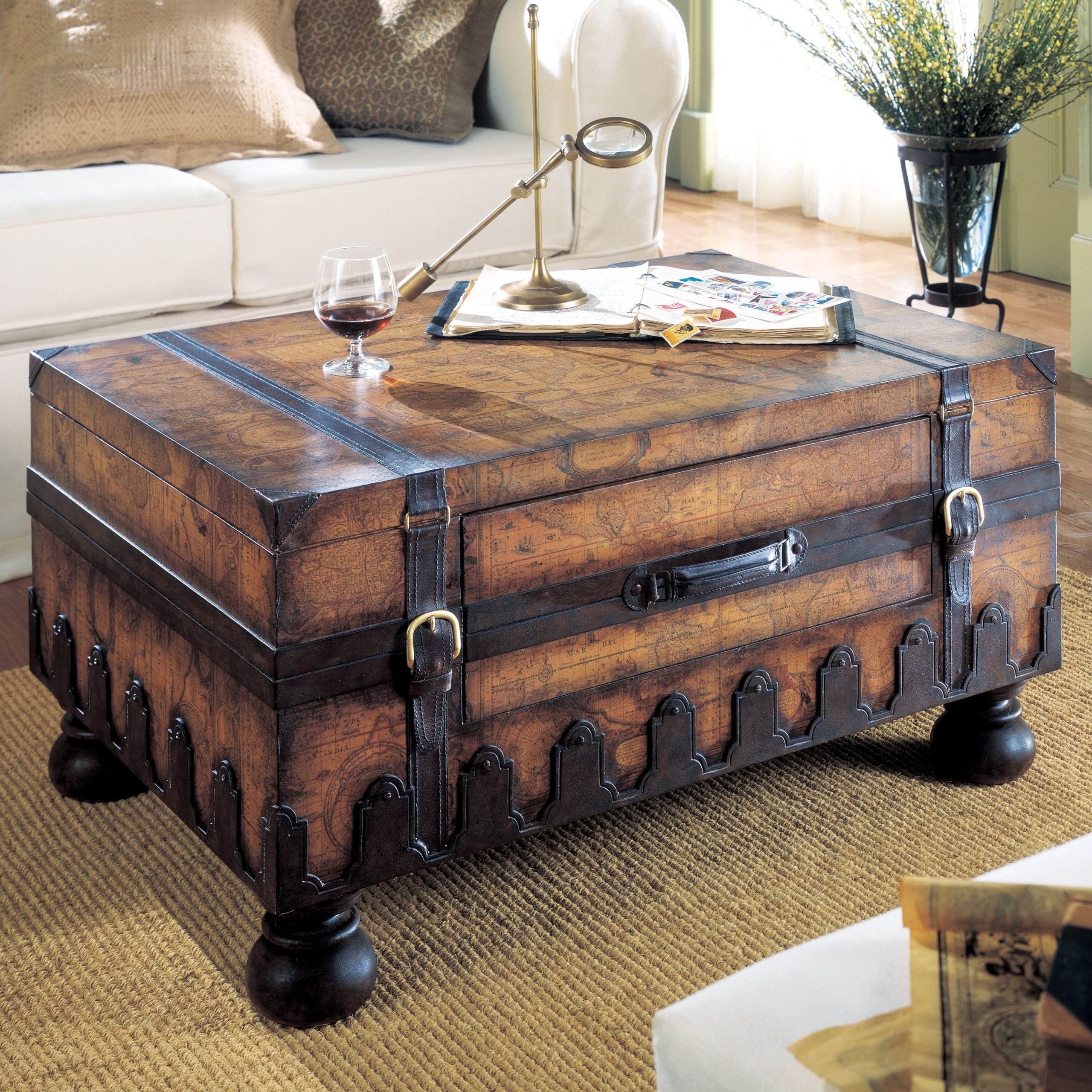 Attirant Treasure Chest Coffee Table
