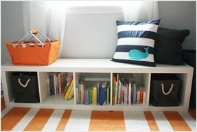 Toy organizer with bookshelf