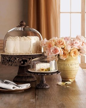 Cake plates with dome