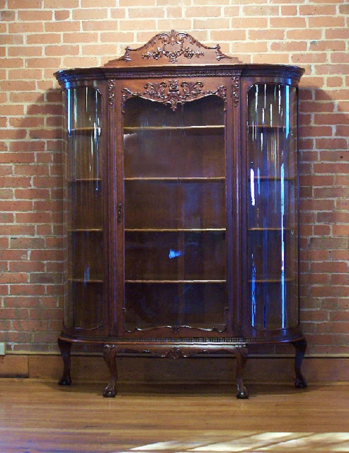 Merveilleux Vintage Curio Cabinets