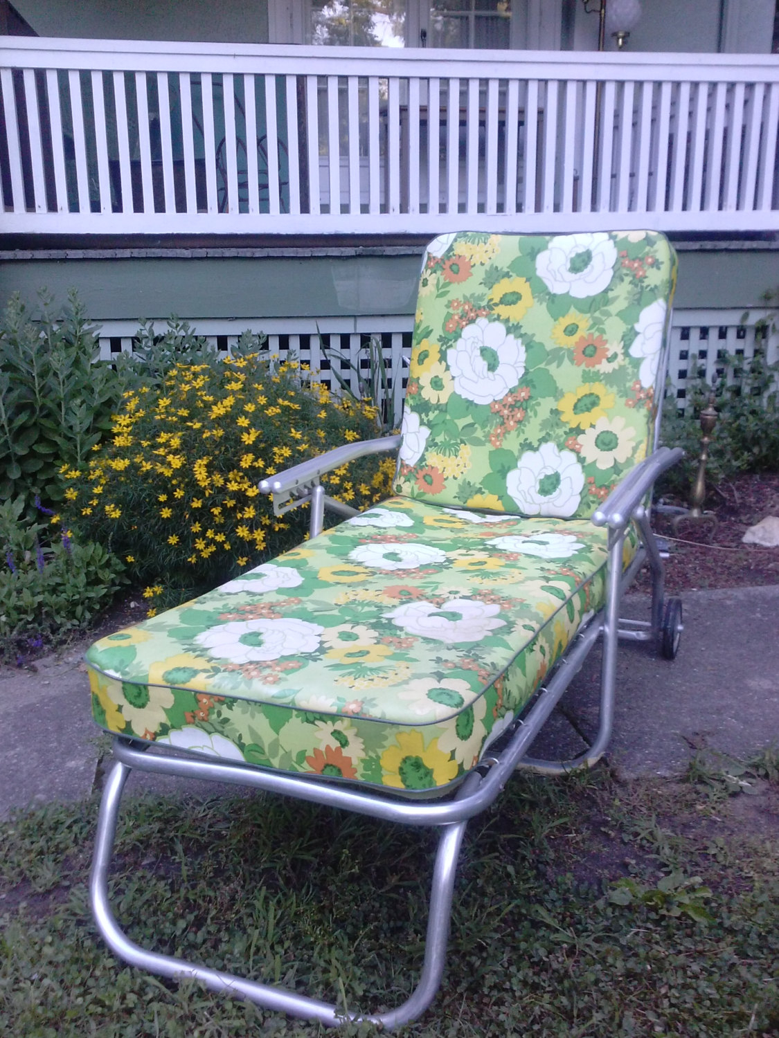 Vintage Mid Century Aluminum Collapsible Chaise Lounge Outdoor Patio  Furniture