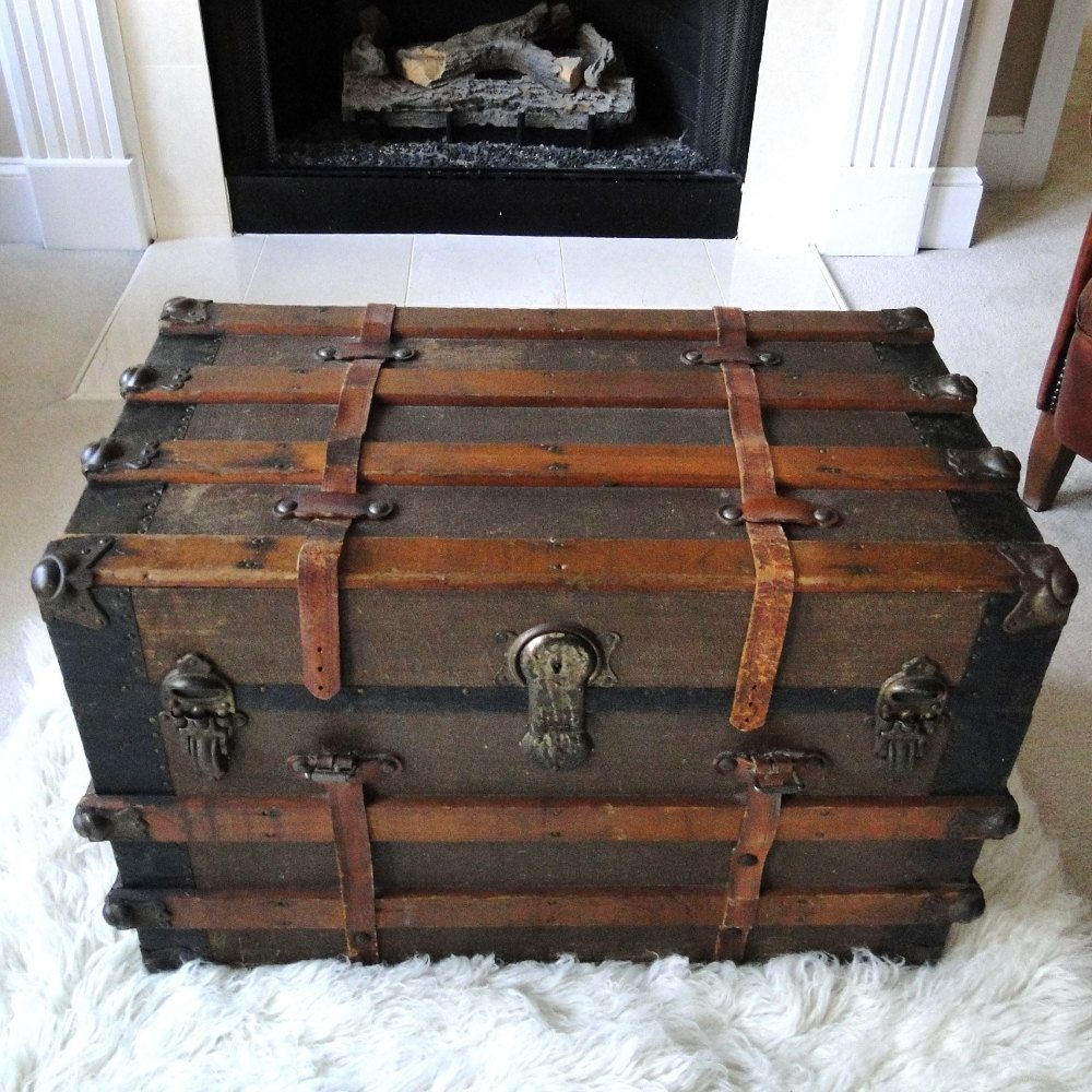 Merveilleux Large Antique Steamer Trunk Coffee Table