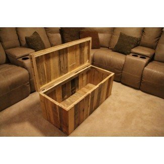 Storage chest made from shipping pallets 3
