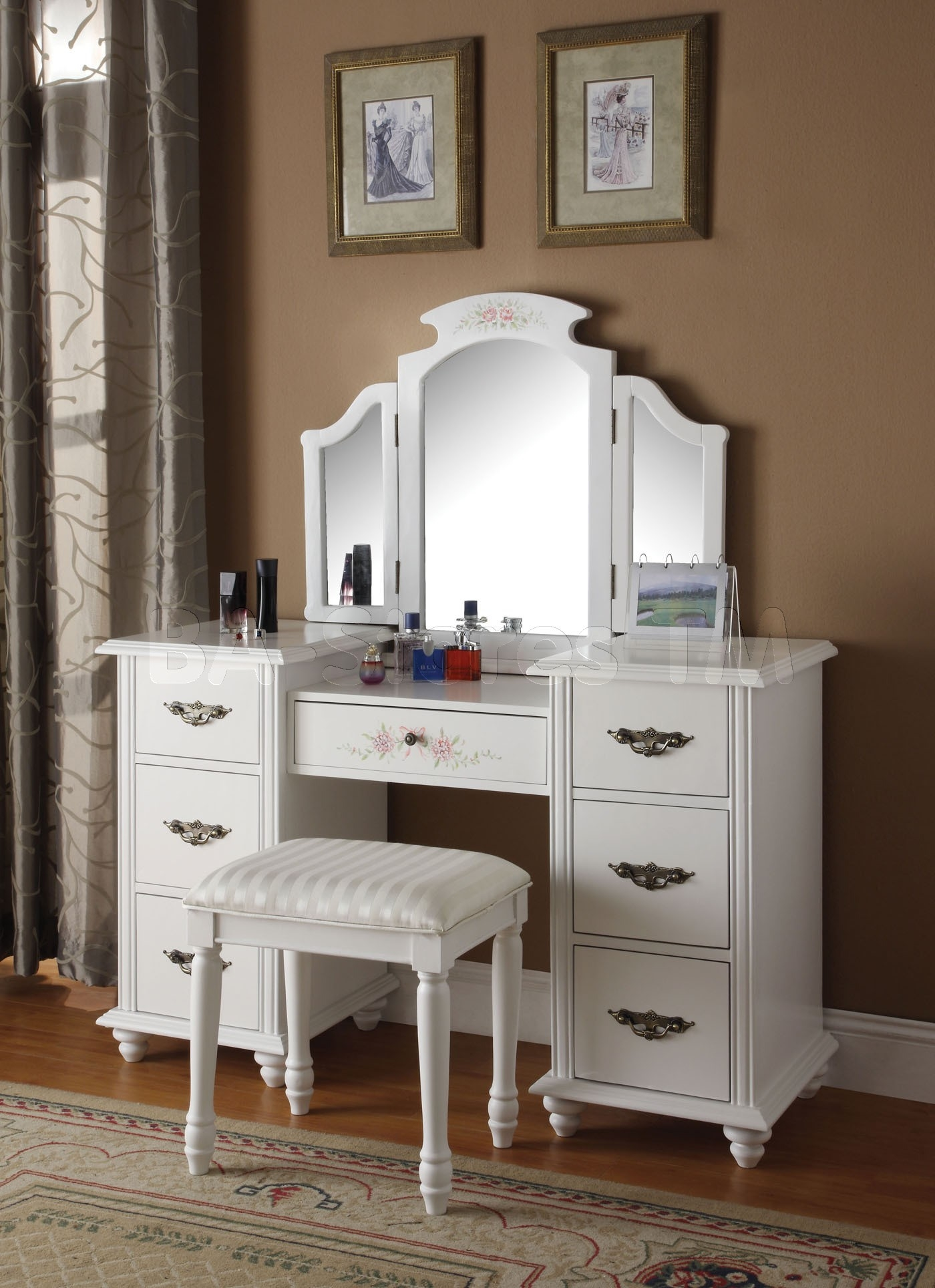 Genial Torian 3 Pc White Finish Wood Make Up Dressing Table Vanity Set With Stool  And Tri