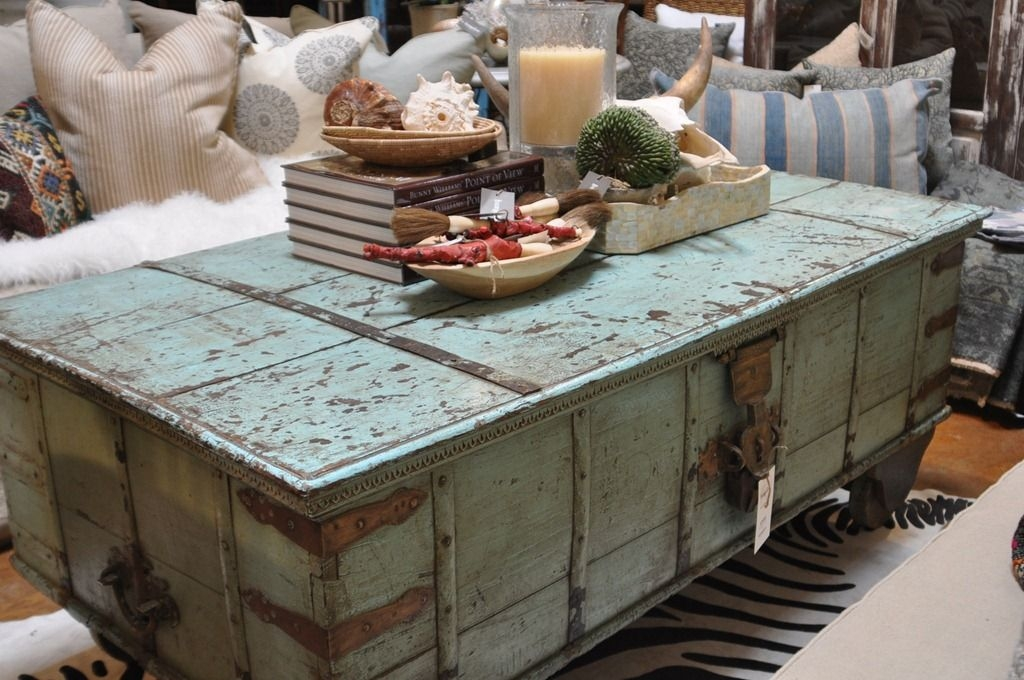 Superbe Distressed Trunk Coffee Table