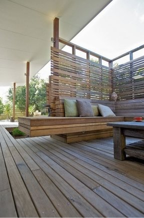 Great design on this deck privacy screen and bench seats