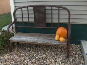 How to make a garden bench from a pallet