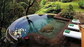Pool with hot tub 4