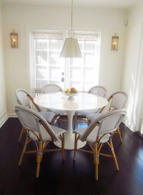 Modern round pedestal dining table 2