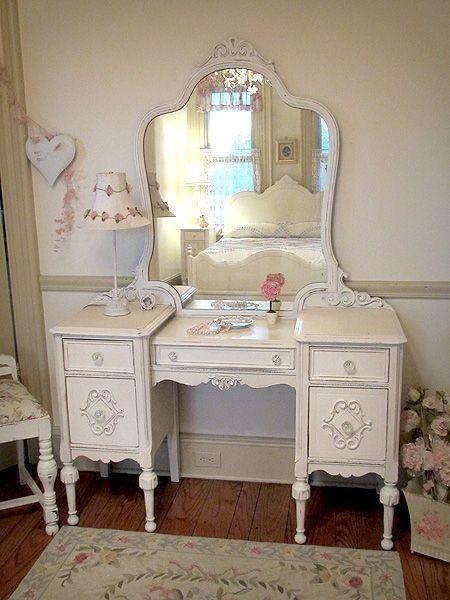 Superbe Vintage Vanity Table
