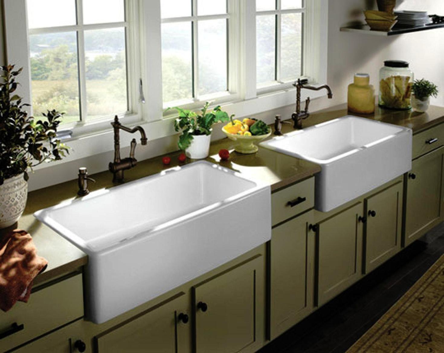 Farmhouse Sink With Backsplash