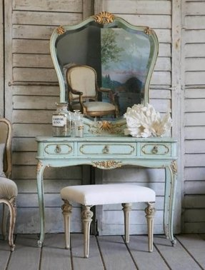 Vanity table without mirror