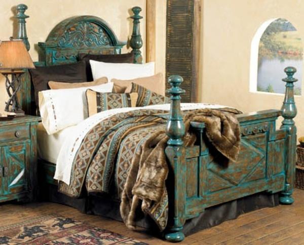 Attirant Distressed Wood Bed