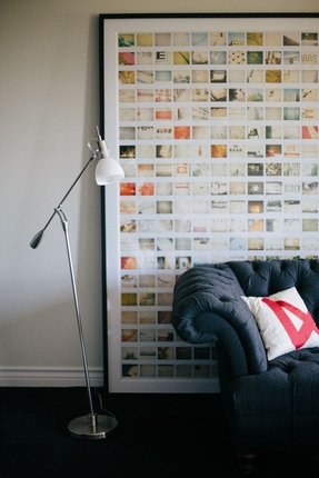 Photo frames on wall layout