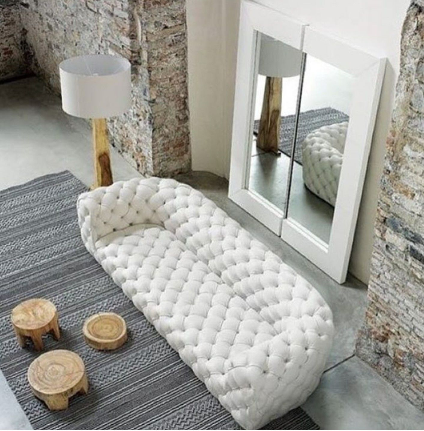 Exceptionnel Tufted White Leather Sofa