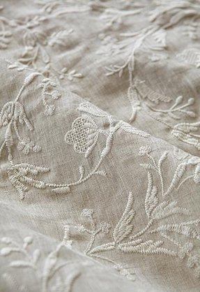Embroidered table linens 2