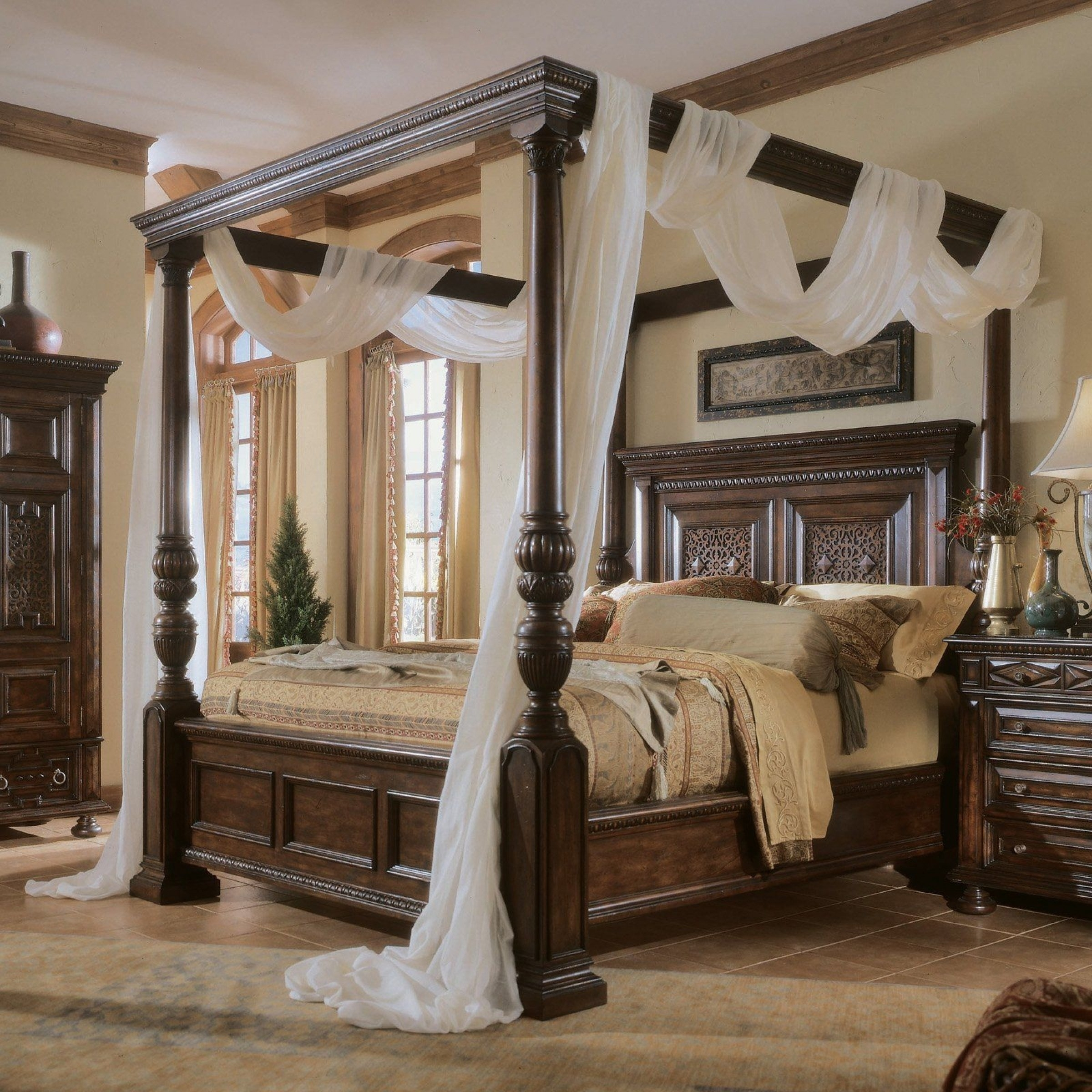 Queen size four poster bed 1