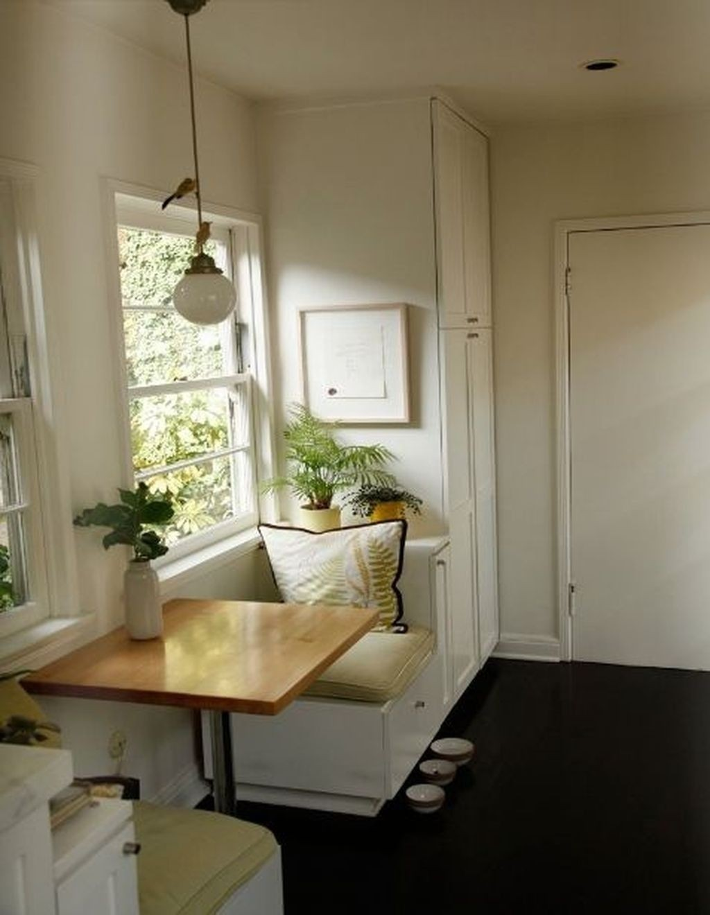Awesome Breakfast Nooks For Small Kitchens