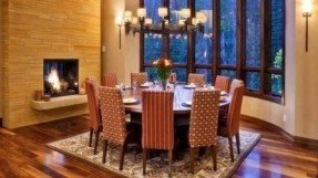 Great Elegant Round Dining Table