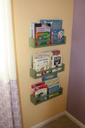 Wall hanging bookshelf