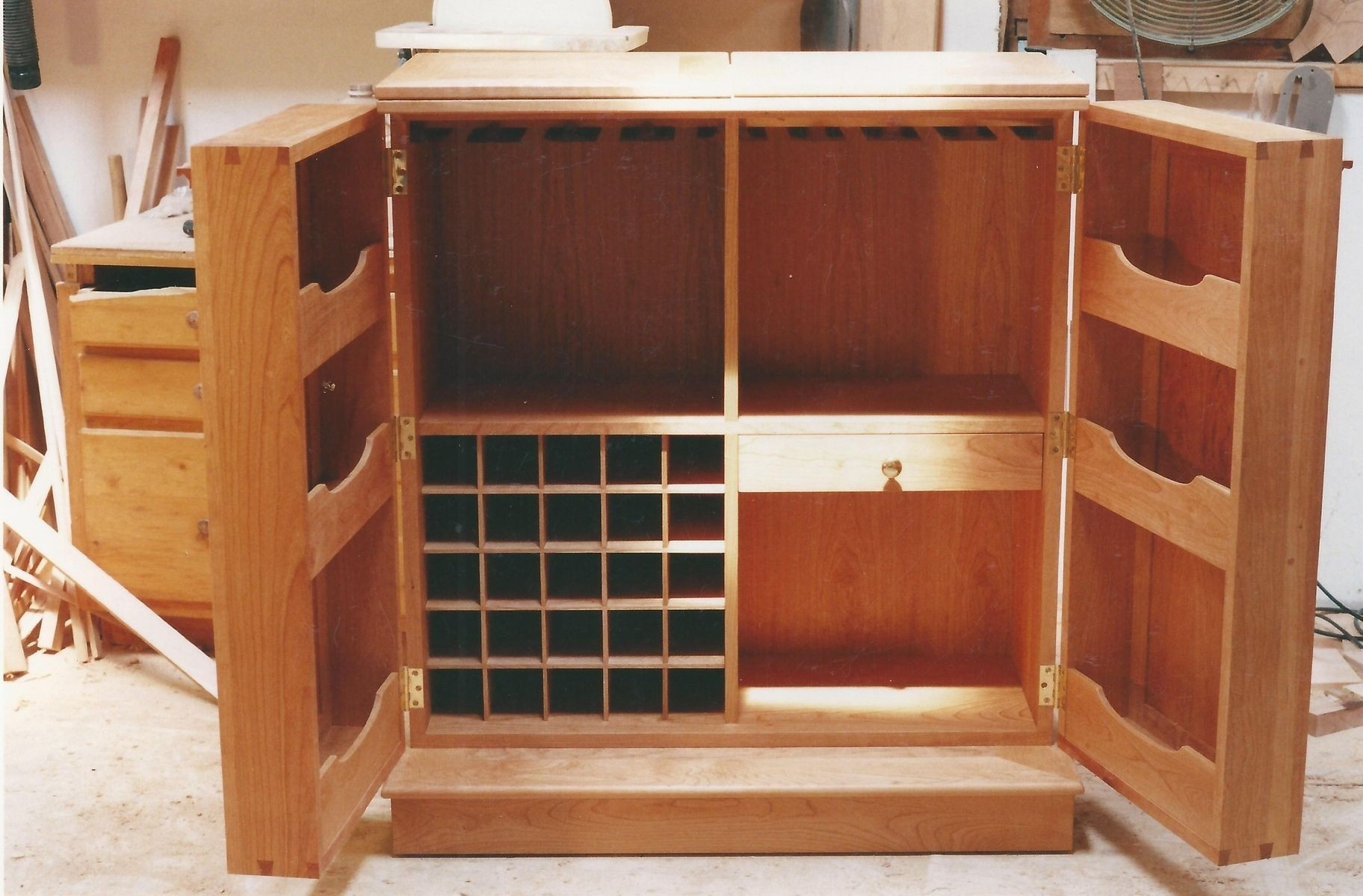 Attirant Fold Out Bar Cabinet 2