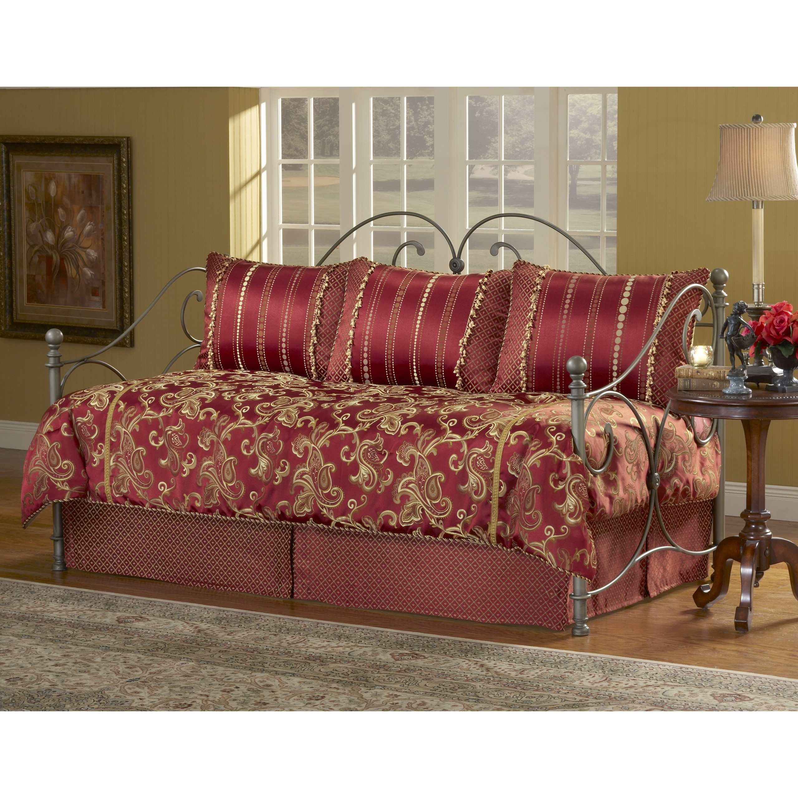 Ensemble 5 Piece Daybed Set Comforter Pillow Shams Bed Skirt Red Twin Gift