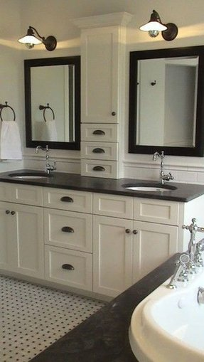 Traditional Double Sink Bathroom Vanity