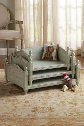 Four poster pet bed