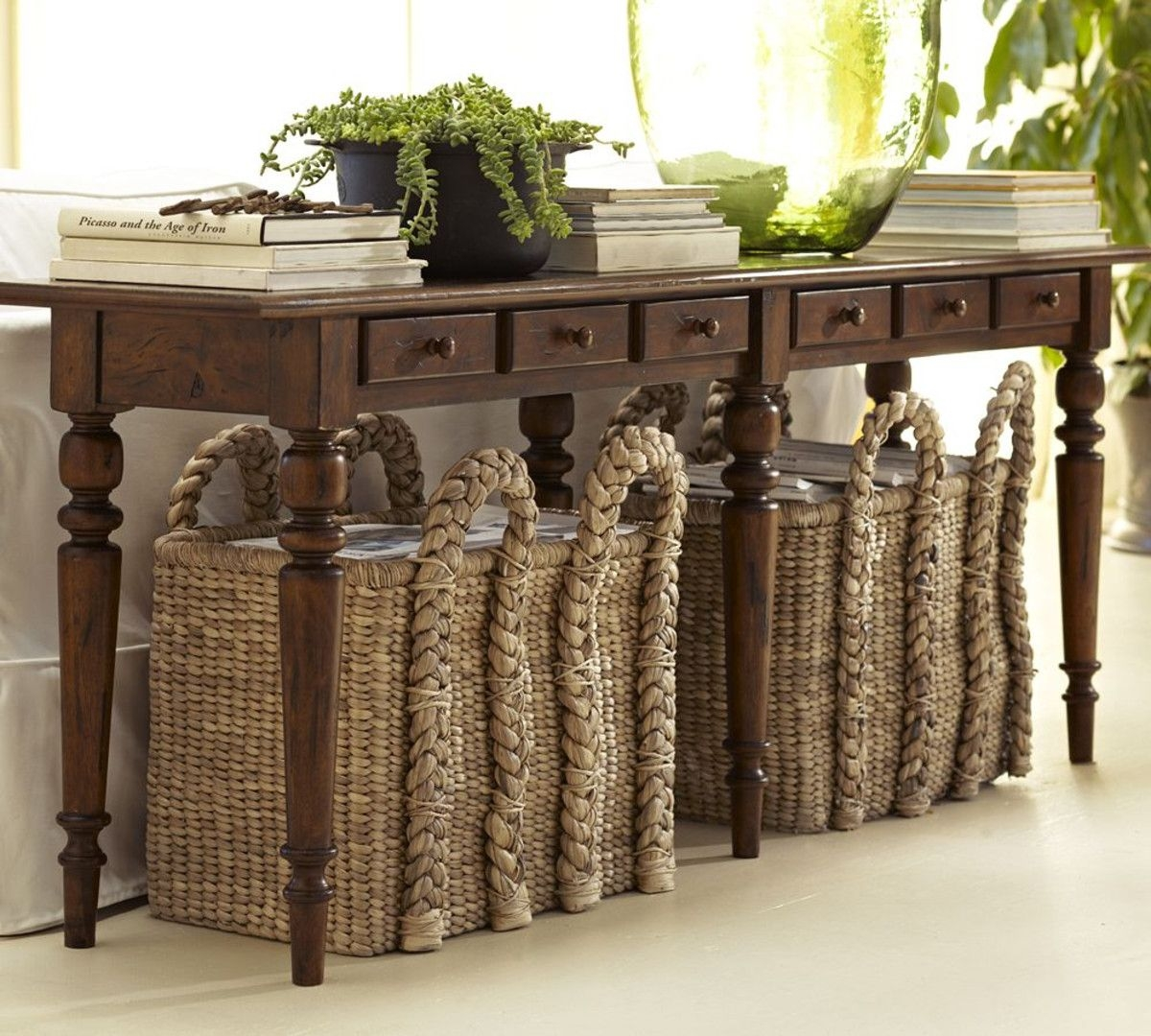 Tivoli spindle console table
