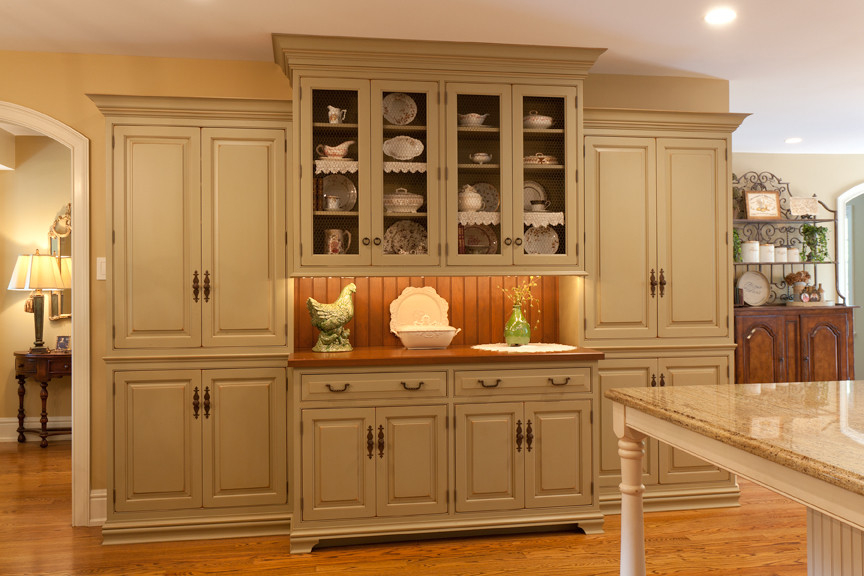 Traditional China Cabinet 17