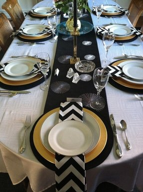 Black and white charger plates 10