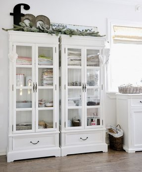 Built in linen cupboard