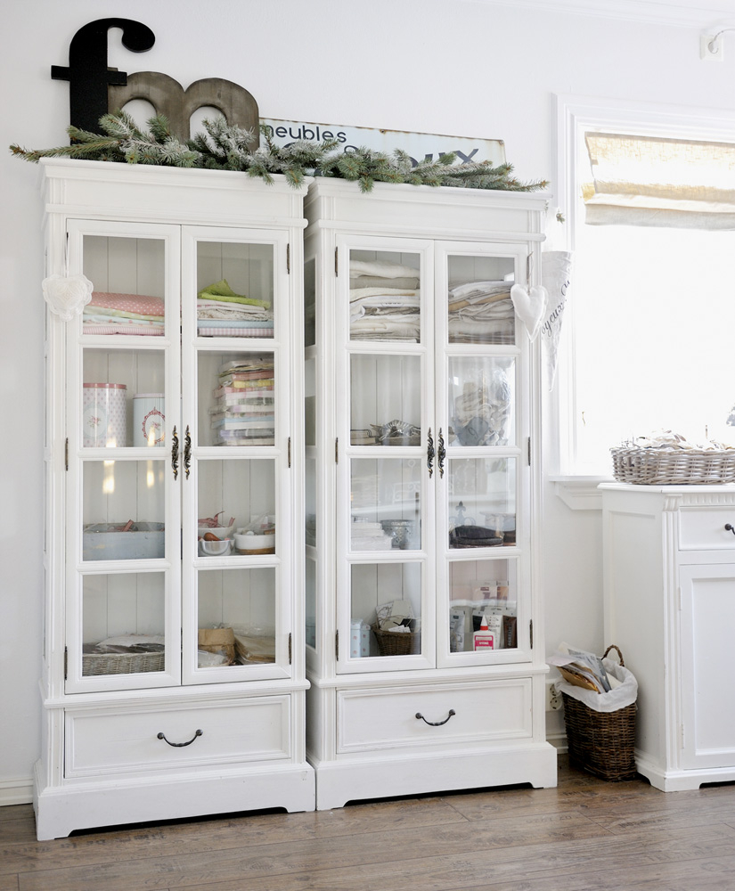 Superbe Built In Linen Cupboard