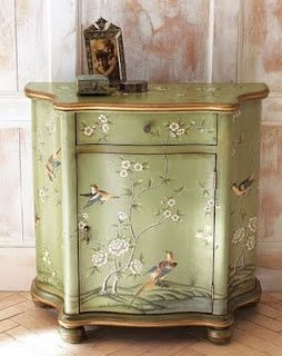 Exceptionnel Hand Painted Accent Chest