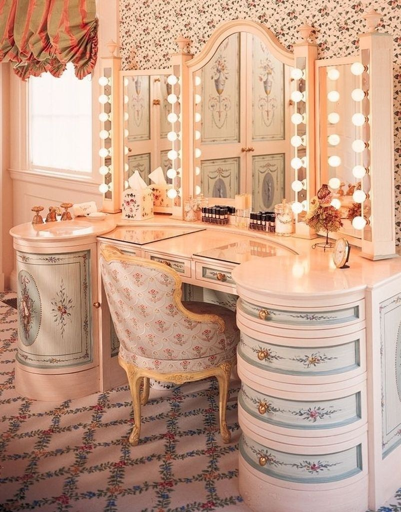 Lighted vanity table